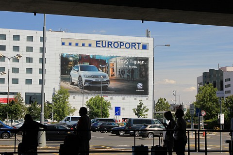 Enormous wallspace located on airport brightened by new model of VW Tiguan
