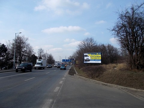 Czech's largest used vans dealer communicates via billboards this spring